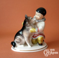 """Скульптура """"Мальчик-якут с собакой""""  (Дружба)"""