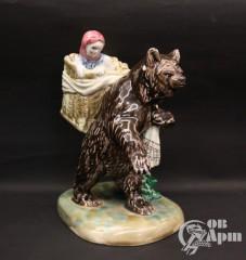 "Скульптура ""Маша и медведь"""
