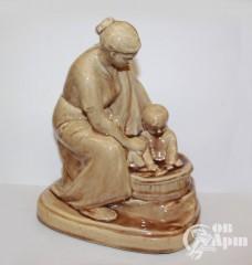 """Скульптура """"Материнство"""" (""""Купание"""")"""
