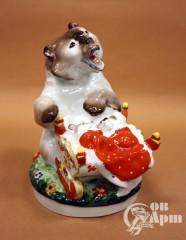 """Скульптура """"Медведица с люлькой"""""""