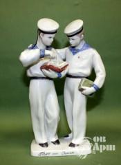 """Скульптура """"Моряки с книгой"""""""