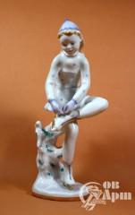 """Скульптура """"На катке. Девочка одевающая коньки"""""""