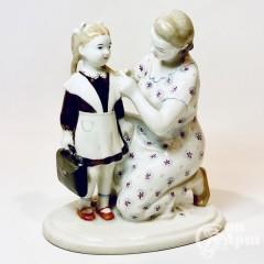 Скульптура «Первый раз в школу»