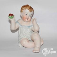 """Скульптура """"Ребенок с яблоком"""""""