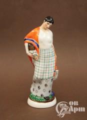 """Скульптура """"С базара"""" (Женщина с кошелкой и рыбой, завернутой в газету)"""