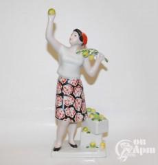 """Скульптура """"Сбор яблок"""""""