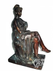 """Скульптура """"Сидящая девушка"""""""