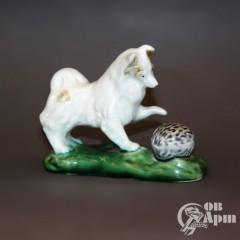 """Скульптура """"Собака с мячом"""""""