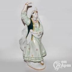 """Скульптура """"Танцующая казашка"""""""