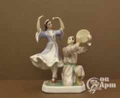 """Скульптура """"Танцующие таджики"""""""