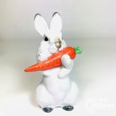 """Скульптура """"Заяц с морковкой"""""""
