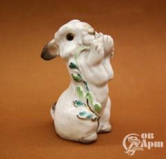 """Скульптура """"Заяц с цветком"""""""