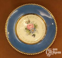 Тарелка голубая с цветочным орнаментом