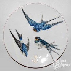 Тарелка с изображением ласточек