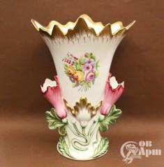 Ваза в форме бутона с изображением цветочной композиции