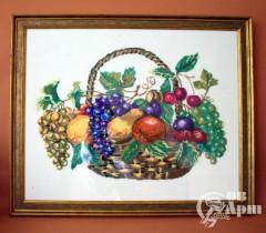 """Вышивка крестиком """"Корзина с фруктами"""" в раме."""