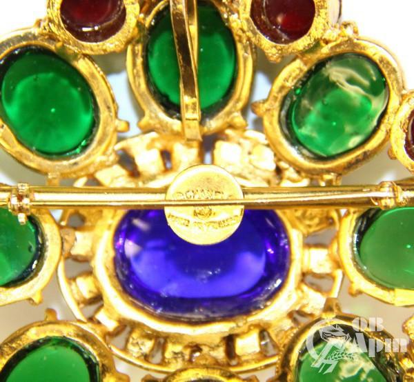 Цепь CHANEL с брошью-подвеской с цветными стеклами  Gripoix