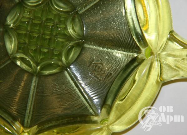 Зеркало из уранового стела